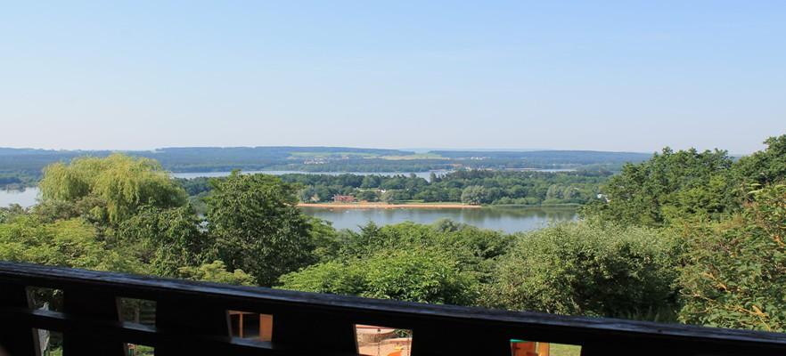 Blick vom Balkon mit Blick auf den See