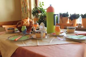 Frühstücken auch auf der Terrasse mit Blick auf den Brombachsee